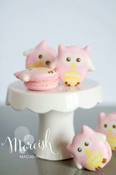 Owl macarons Cute Desserts, Delicious Desserts, Cupcakes, Cookie Recipes, Dessert Recipes, Macaron Cookies, French Macaroons, Macaroon Recipes, Cute Cookies