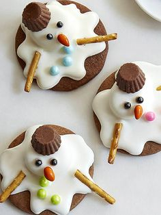15 Super Creative Holiday Cookies That Are Surprisingly Easy | MELTING SNOWMEN | This too-cute decorating technique works on any round cookie – even your favorite store-bought ones. Simply frost them with white icing, then top with a marshmallow that's been (briefly) microwaved. Use different colored decorating gels to add the finishing touches. Get the recipe HERE.