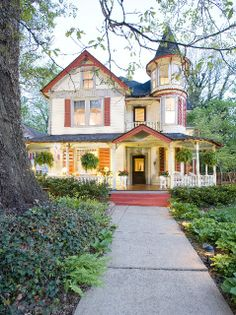 Victorian homes in Ashville, NC| ... home welcomes travelers year round as The Oaks Bed and Breakfast