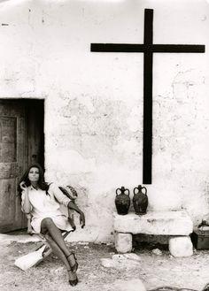 sophia loren, photographed by tazio secchiaroli in the 1960s.