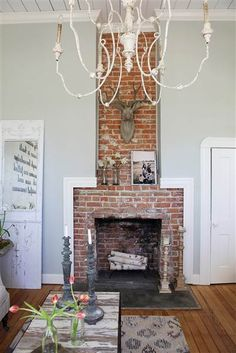 Tour Chip and Joanna Gaines very own Fixer Upper farmhouse chipandjoannagainesfarmhouse Tour Chip a&; Tour Chip and Joanna Gaines very own Fixer Upper farmhouse chipandjoannagainesfarmhouse Tour Chip a&; Fuhal Tual Tour Chip and […] upper Living Room Chip Und Joanna Gaines, Joanna Gaines House, Joanna Gaines Farmhouse, Chip Gaines, Farmhouse Fireplace, Brick Fireplace, Fireplace Design, Fireplace Mantels, Mantle
