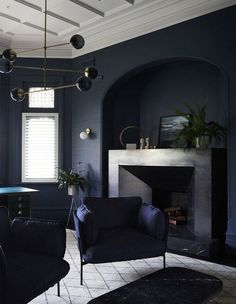 10 Blue Living Room Ideas That Make an Unforgettable Statement Dark Living Rooms, Living Room Modern, Living Room Interior, Home Living Room, Living Room Designs, Interior Livingroom, Dark Interiors, Beautiful Interiors, Shabby Chic Living Room