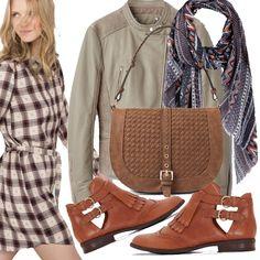 Un outfit casual nei toni del grigio scuro e marrone è quello che ci vuole per non essere colte impreparate dalla nuova stagione. La semplicità non passa mai inosservata.