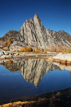 magicalnaturetour:  Enchanted Mirror by *iphelps~Enchantment Lakes Basin, Alpine Lakes Wilderness, WA  Beautiful.