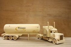 The Gallery - Little Woodworking Wooden Toy Trucks, Wooden Car, Wooden Blocks, Woodworking Toys, Woodworking Projects, Handmade Wooden Toys, Hobby Toys, Peterbilt, Wood Toys
