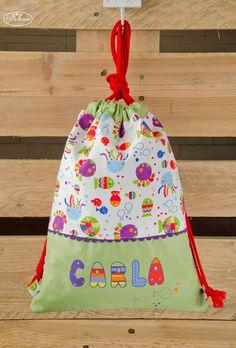 Bolsa porta-todo confeccionada y personalizada con nombre pintado a mano.