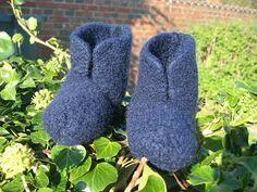 Har skrevet det før, skriver det igen; Jeg elsker at lave de her futter, de er super nemme, ideelt begynder projekt eller tv-projekt ... Knitting For Kids, Baby Knitting Patterns, Free Knitting, Hobbies And Crafts, Diy And Crafts, Form Crochet, Drops Design, Chrochet, Kids And Parenting