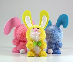 Fab Design on Yarn Pom Pom Animal Figures - Pom Pom Bunny Pom Pom Crafts, Yarn Crafts, Diy Crafts, Hobbies And Crafts, Crafts To Make, Arts And Crafts, Pom Pom Animals, How To Make A Pom Pom, Diy Ostern