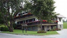 Zreče krasi lepa narava, tam pa se tudi nahaja tur. kmetija. Najdete jo na http://www.viaslovenia.com/sl/turisticne-kmetije/savinjska/turisticna-kmetija-ramsak-zresko-pohorje.html