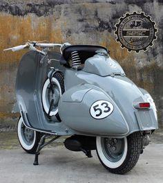 Moto Vespa, Piaggio Vespa, Lambretta Scooter, Scooter Motorcycle, Vespa Scooters, Motorcycle Fashion, Classic Motorcycle, Retro Scooter, Scooter Custom