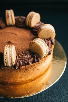 #macaron #cake #chocolate Macaron Cake, Macarons, Cake Chocolate, Camembert Cheese, Cake Decorating, Stuffed Mushrooms, Sweets, Photo And Video, Vegetables