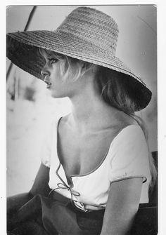 Brigitte Bardot during the filming of Les Bijoutiers du clair de lune, 1957.