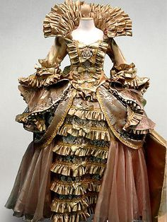 Queen Fairy Tale Elegant Ruffle Dress Gown French Renaissance Medieval Costume