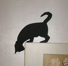 wooden cat on door frame – Yahoo Image Search Results - Katzen Wooden Cat, Wood Dog, Wooden Wall Art, Wood Craft Patterns, Quilt Patterns, Silhouette Chat, Cat Cards, Cat Sitting, Stained Glass Patterns