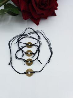 Quiero compartir lo último que he añadido a mi tienda de #etsy: Pack de collar gargantilla y 3 pulseras ,ajustables de cuerda y bronce con medallas de la suerte chinas . https://etsy.me/2EGMj1e
