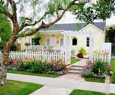 ♥ white picket fence