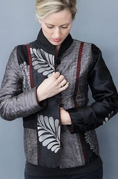 Mary Lynn O'Shea, designer and weaver, with show schedule, gallery and informatinon about her and her woven jacquard jackets, bags and accessories. Quilted Jacket, Sewing Clothes, Refashion, Clothing Patterns, Fashion Outfits, Kimono, Harems, Emboss, Tunics