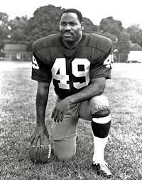 Bobby Mitchell of the Washington Redskins was inducted into the Pro Football Hall of fame in Redskins Football, Nfl Football Players, Football Is Life, Nfc East Division, Nfl Championships, Football Hall Of Fame, Football Conference, Professional Football, Cleveland Browns