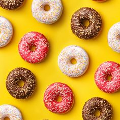 Luv me some donuts 😁❤️ New Wallpaper Iphone, Food Wallpaper, Trendy Wallpaper, Disney Wallpaper, Lock Screen Wallpaper, Wall Wallpaper, Cute Wallpapers, Iphone Backgrounds, Vintage Wallpapers