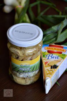Aperitiv rapid cu ciuperci si brie - CAIETUL CU RETETE Brie, Hot Dogs, Pickles, Cucumber, Ice Cream, Food, Projects, No Churn Ice Cream, Log Projects