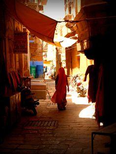 India Incredible - Street of India - Creative Photography, Street Photography, Art Photography, Landscape Photos, Landscape Art, Urban Landscape, India Street, Temple India, Environment Concept Art