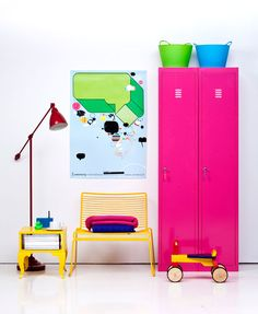 I want the pink cabinets!! So hot!