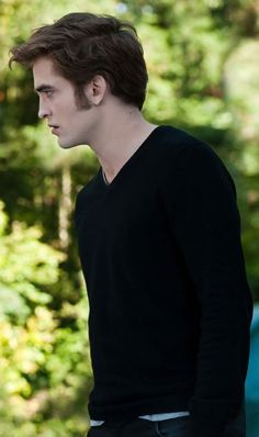 Rob with his gorgeous hair, at the premier of Bel Ami, he has shaved his hair all off. Sad.