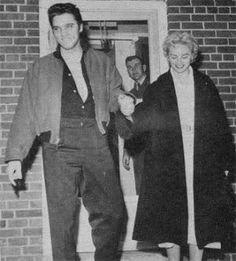 Le 4 Janvier 1957, Elvis Cadillac Eldorado ses pulsions à l'hôpital Kennedy anciens combattants à Memphis pour un examen physique pré-induction qui va déterminer son projet de statut. Il est accompagné par Cliff Gleaves et Dottie Harmony. Plus tard dans la journée, Dottie vole de retour à Los Angeles et Elvis prend le train à New York pour sa troisième apparition  .