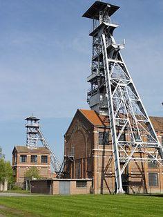 Fosse Arenberg des mines dAnzin Coron, Calais France, Belle France, Oise, Building Art, Coal Mining, Modern Architecture, Vintage Photos, Places
