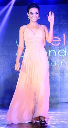 Surbhi Jyoti at the launch of Telly Calendar 2015. #Bollywood #Fashion #Style #Beauty