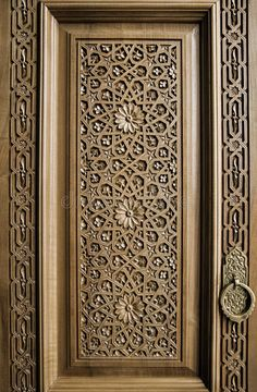 Main Entrance Door Design, Wooden Main Door Design, Room Door Design, Door Design Interior, Wood Carving Designs, Wood Carving Tools, Wooden Art, Wooden Doors, Arabesque