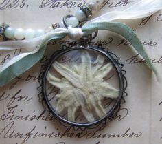 Petits Trésors - Eidelweiss, a popular flower in Austria Alpine Style, Silk Ribbon, Unique Jewelry, My Love, Bavarian Cream, Jewlery, Jewelry Necklaces, Beautiful, Overture