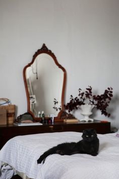 Freunde von Freunden — Gori de Palma & Laura Gonzalez — Florist & Fashion Designer, Apartment, Poblenou, Barcelona — http://www.freundevonfreunden.com/es/interviews/gori-de-palma-laura-gonzalez/