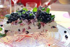 Hämmentäjä: Mustikka-marenkikakku Blueberry merengue cake Merengue Cake, Gluten Free Baking, No Bake Desserts, Holidays And Events, Blueberry, Pudding, Glutenfree, Food, Simple