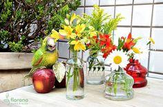 Ótima ideia para reutilizar os frascos dos aromatizadores!! Vasinhos lindos para decorar qualquer cantinho da casa!!!