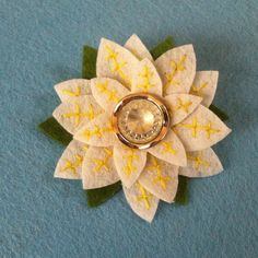 DIY Felt Flower Brooch - Handmade Gift Idea for Mom