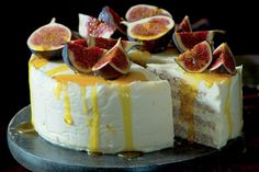 Mandlový pusinkový dort s medovým mascarpone | Apetitonline.cz