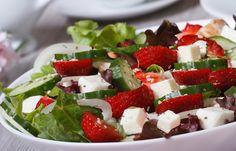 Strawberry Salad with Cucumber, Hazelnut & Feta ⋆ thanos Caprese Salad, Feta, Cucumber, Strawberry, Cheese, Cooking Ideas, Bio, Recipes, Strawberries
