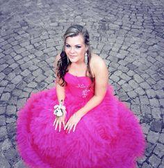 Prom dress , hair , girl beautiful ♡