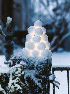 en reférence aux scuptures de boules de neige finlandaises
