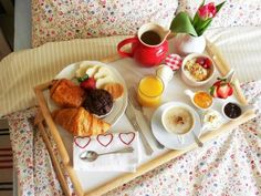 Mother's Day Breakfast in bed! Good Morning Breakfast, Breakfast And Brunch, Breakfast Tray, Mothers Day Breakfast, Breakfast Recipes, Romantic Breakfast, Breakfast Ideas, Birthday Breakfast For Husband, Food Presentation