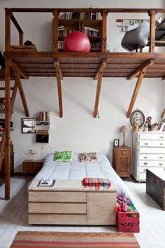 Interiores #155: Inventar una casa – Casa Chaucha Tiny House Interior, Bedroom Interior, Small Apartments, Loft Bed, Bedroom Decor, Bedroom Diy, Sanctuary Bedroom, Home Decor, Eclectic Bedroom