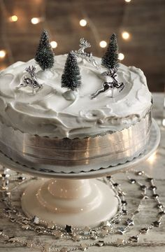 Time to decorate your cake? Keep it simple with a swirl of royal icing.