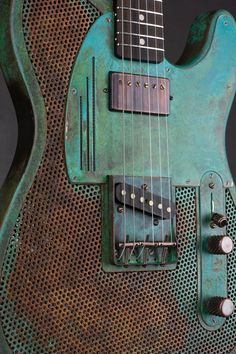 Trussart Deluxe SteelCaster - Titanic Green Holey Gator