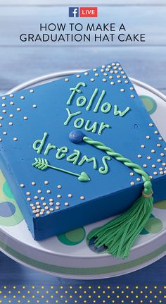 Watch and learn how to make an easy Graduation Cap Cake! This cake is so easy to customize with the perfect saying to celebrate your graduate. Even customize the icing to match the school colors! Buttercream Cake Designs, Cake Icing, Buttercream Frosting, Creative Cake Decorating, Creative Cakes, Cake Cookies, Cupcake Cakes, Graduation Treats, Cap Cake