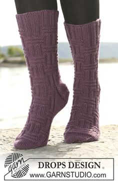 Accessories - Free knitting patterns and crochet patterns by DROPS Design Knitting Kits, Knitting Videos, Knitting Designs, Knitting Socks, Knitting Patterns Free, Free Knitting, Knitted Socks Free Pattern, Crochet Slippers, Drops Design