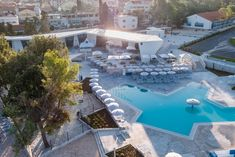 In the middle of a quiet park, directly at the sandy beach and not far away from the historical city of Zadar - perfect location for your camping time! Parks, Childcare, Strand, Middle, City, Beach, Outdoor Decor, Campsite, Seaside