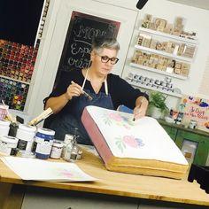 Apprenez à peindre sur le tissu avec la peinture à base de craie avec Natacha Watier