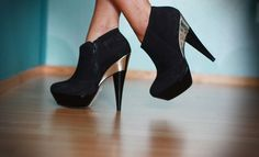 All heels report to my closet immediately: Sexy black edition (23 photos) – theBERRY