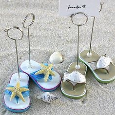 Love these starfish beach flip-flop place holders! #beachwedding